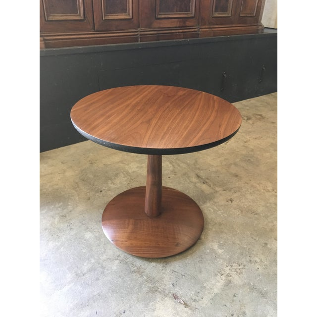 Art Deco 1950s Mid-Century Modern Round Walnut Pedestal Base Side Table For Sale - Image 3 of 7