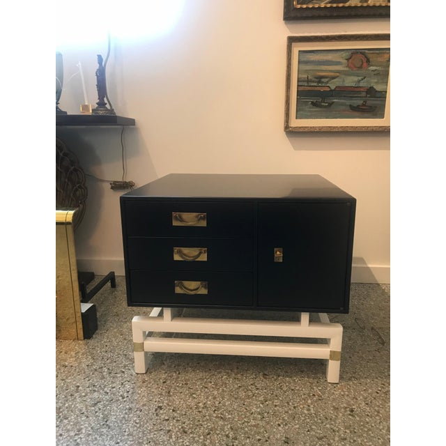 Hollywood Regency Mid-Century Modern Black and Brass Nightstands on White Base - a Pair For Sale - Image 3 of 10