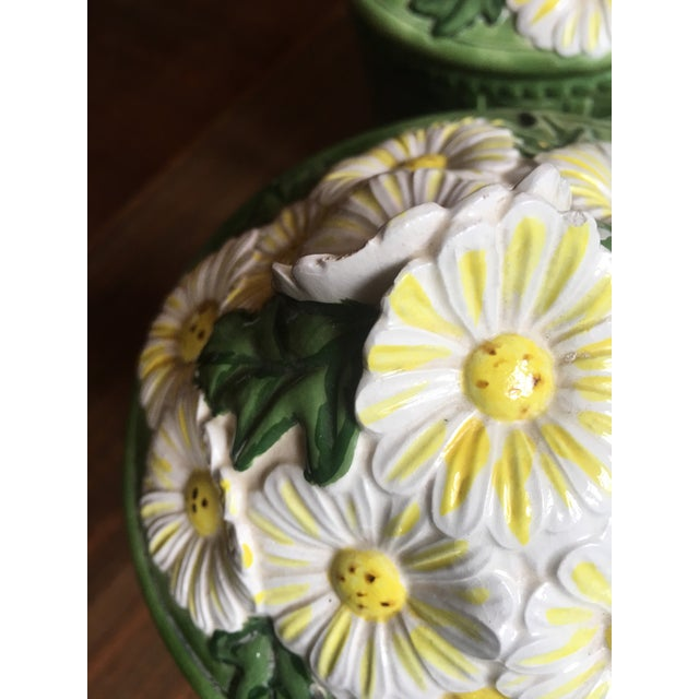 1950s Vintage Green Ceramic Basket Weave Daisy Motif Canisters - Set of 4 For Sale In Atlanta - Image 6 of 10