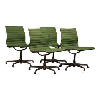 Mid-Century Modern Cactus Green Eames Aluminium Group Side Chairs - Set of 4