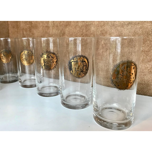 Fornasetti Mid-Century Gold Zodiacal Characters Glassware, Italy 1960s - Set of 8 For Sale - Image 4 of 10