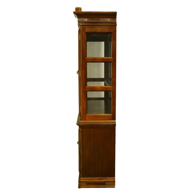 Brown 1990s Chippendale Universal Furniture Illuminated Display China Cabinet For Sale - Image 8 of 13