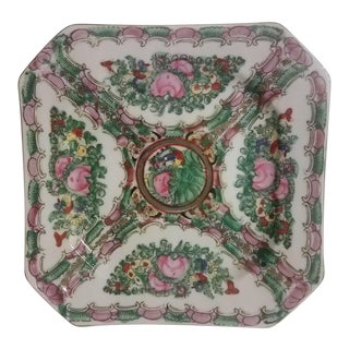 Famille Rose Porcelain Hand Painted Octagonal Shape Plate For Sale