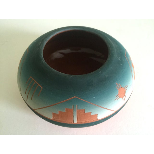 Vintage Signed Native American Sioux Swallow Teal Ombre Terra Cotta Etched Vase For Sale - Image 10 of 11