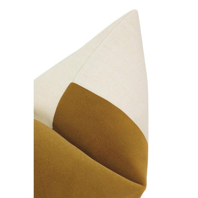"22"" Tobacco Mohair Velvet Panel & Linen Pillows - a Pair For Sale - Image 4 of 6"