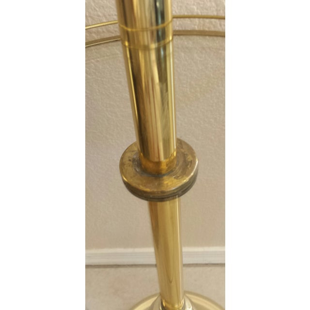 Mid-Century Stiffel Brass & Glass Shelf Floor Lamp For Sale - Image 5 of 8