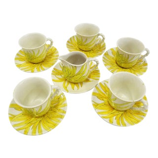Modern Ernestine Ceramics, Salerno, Italy 1960s, 5 Cups Saucers Plus Creamer Chrysantemum Pattern - Set of 12 For Sale