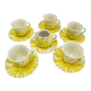 Modern Ernestine Ceramics, Salerno, Italy 1960s, 5 Cups Saucers Plus Creamer Chrysantemum Pattern - Set of 12 For Sale