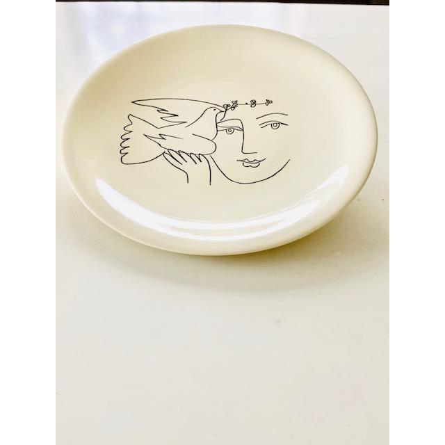 White 1960s Picasso Plates From Dove of Peace Series - a Pair For Sale - Image 8 of 8