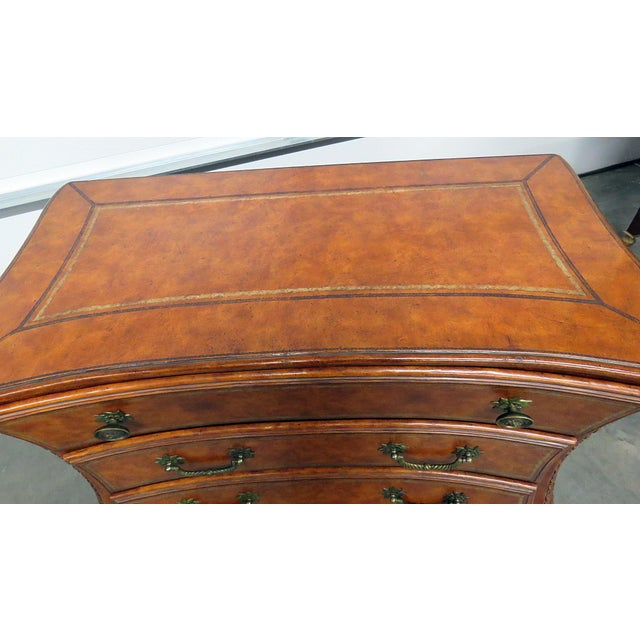 Mid 20th Century Lineage Chest of Drawers For Sale - Image 5 of 10