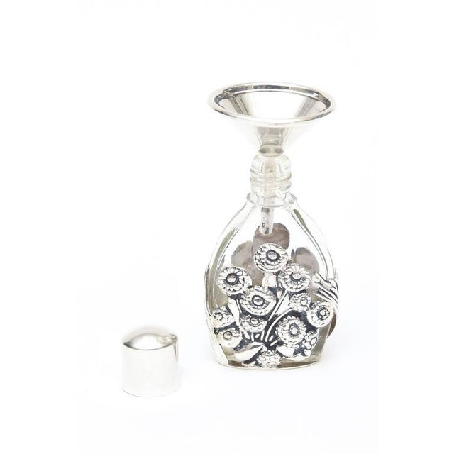 French Deco Sterling Silver and Glass Traveling Perfume Bottle and Funnel For Sale In Miami - Image 6 of 8