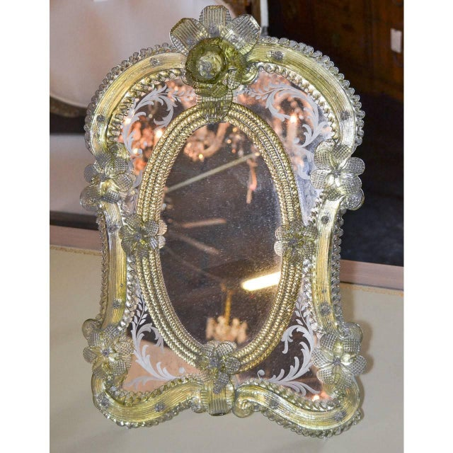Gold 1920s Pair of Gorgeous Venetian Vanity Mirrors on Stands For Sale - Image 8 of 10