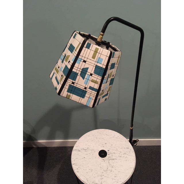 1950s Mid-Century Modern Wire Floor Lamp With Table and Magazine Rack For Sale - Image 5 of 8