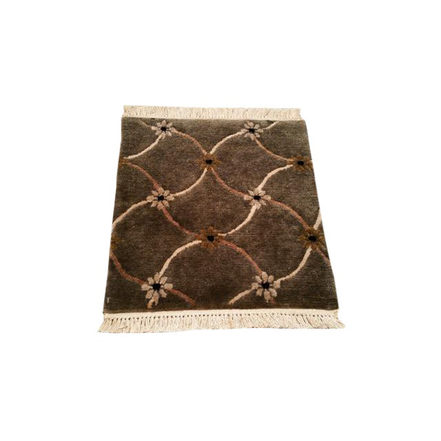 "Modern Wool & Silk Modern Handmade Knotted Rug - 1'6"" X 1'6"" - Size Cat. 2x3 For Sale"