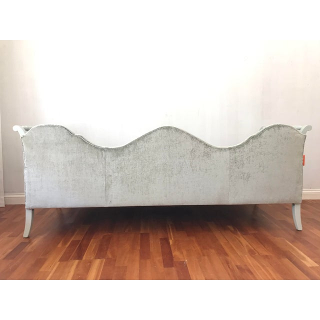Early 20th Century Early 20th Century Victorian Style Velvet Daybed Sofa Sculptural Back For Sale - Image 5 of 11