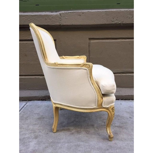 French Pair of French Louis XV Style Bergere Chairs For Sale - Image 3 of 7