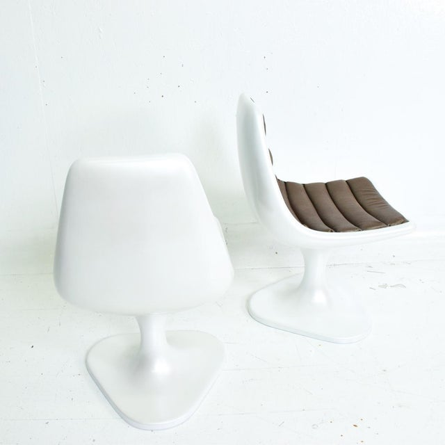 For your consideration, Sculptural Atomic Mid Century Modern Pair of Side Chairs in Fiberglass. Made in Mexico circa the...