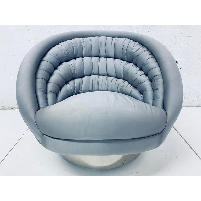 "Vladimir Kagan Pair of Vladimir Kagan ""Crescent"" Swivel Club Chairs For Sale - Image 4 of 12"