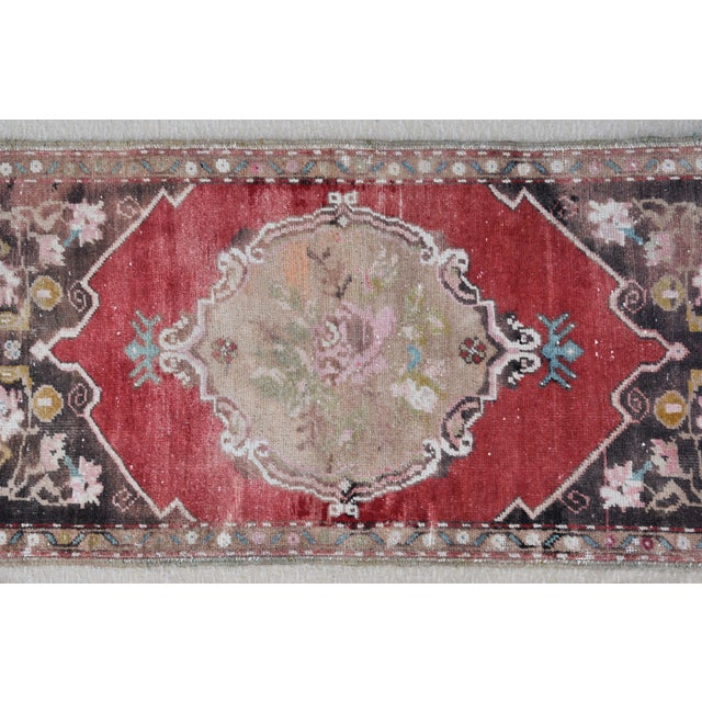 """Early 20th Century Early 20th Century Turkish Muted Rose/Pink Accent Rug - 1'9"""" X 3'8"""" For Sale - Image 5 of 10"""