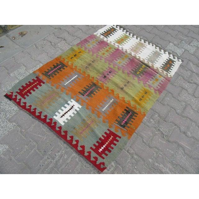 "Vintage Handwoven Kilim Rug - 3'8"" x 5'1"" For Sale - Image 4 of 6"