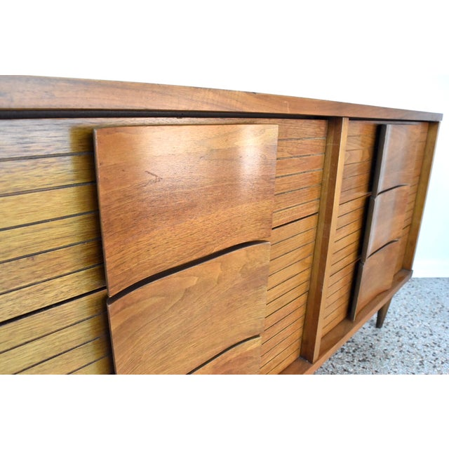Johnson Carper Fashion Trend Double Dresser - Image 6 of 10