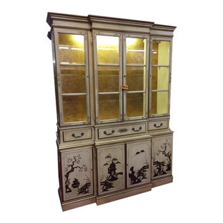 1970s Cream and Gold Chinoiserie China Cabinet For Sale