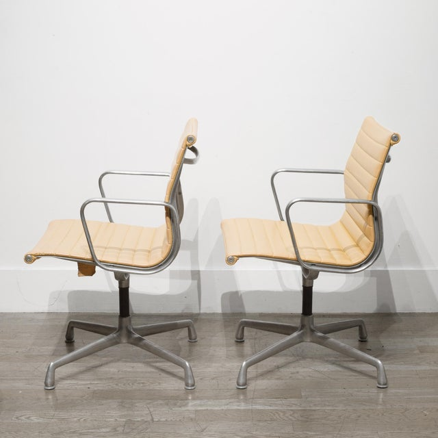Mid 20th Century Mid-Century Herman Miller Ea108 Leather Office Management Chairs C.1960-1970 For Sale - Image 5 of 7