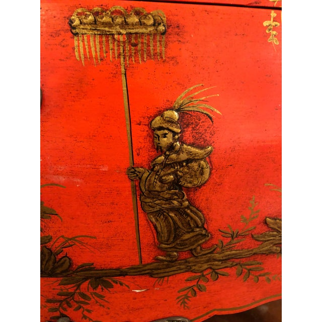 1940s 1940s Coral and Gilt Chinoiserie Bombe Style Chest of Drawers For Sale - Image 5 of 13