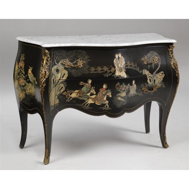 Asian Louis XV Style Gilt Bronze Mounted Chinoiserie Japanese Decorated Commode For Sale - Image 3 of 8