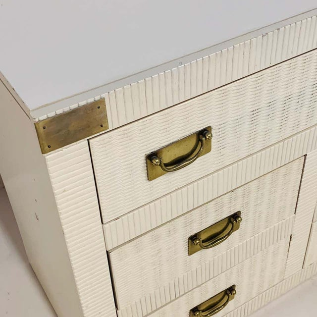 Midcentury Hollywood Regency Palm Beach White Wicker & Brass 8-Drawer Campaign Dresser For Sale In New York - Image 6 of 7