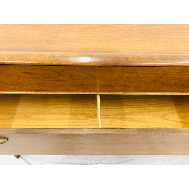 "Mid 20th Century Vintage Mid Century Modern Drexel ""Parallel"" Credenza For Sale - Image 5 of 7"