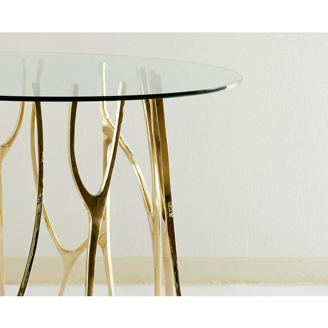 Brass sculpted round table - Golden Roots - Misaya Dimensions: W 74 x L 74 x H 73 cm Hand-sculpted brass table. Sold...