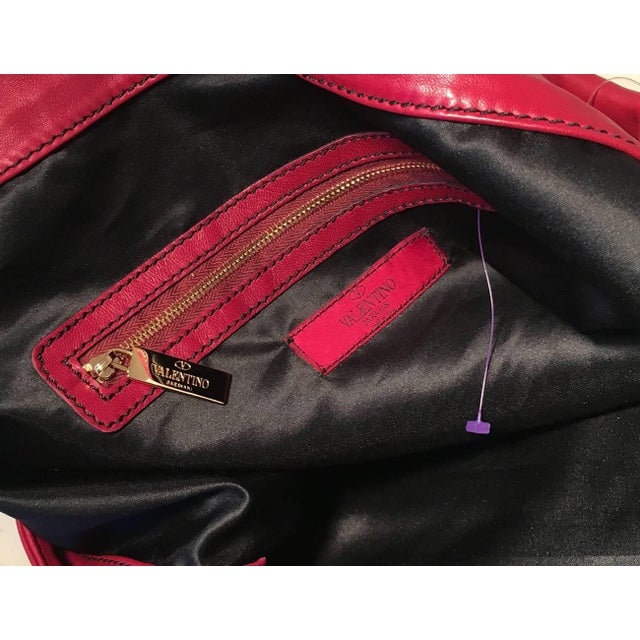 Early 21st Century Valentino Red Leather Bow Front Hobo Shoulder Bag For Sale - Image 5 of 8
