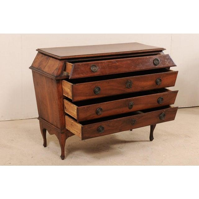 Late 18th Century Italian Walnut Wood Commode For Sale In Atlanta - Image 6 of 12