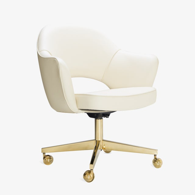 Cream Saarinen Executive Arm Chairs in Crème Leather, Swivel Base, 24k Gold Edition For Sale - Image 8 of 8