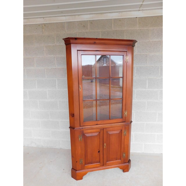 Henkel Harris Chippendale Style Pine 9 Pane Corner Cabinet For Sale - Image 13 of 13