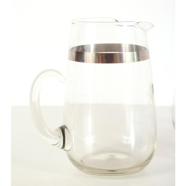 Dorothy Thorpe Mid Century Modern Dorothy Thorpe Silver Rimmed Glass Pitcher & Glasses - Set of 5 For Sale - Image 4 of 5