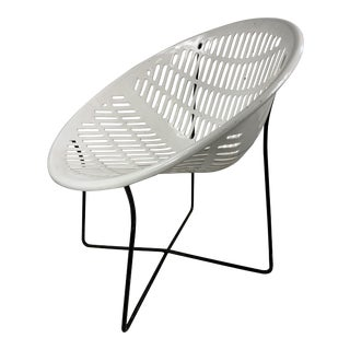 Mid Century Howard Johnson Hotel White Solar Lounge Chair For Sale