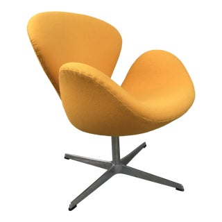 Arne Jacobsen Swan Chair for Fritz Hansen For Sale
