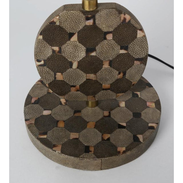 Brass SCULPTURAL TABLE LAMP IN SHAGREEN AND HORN BY R & Y AUGOUSTI, CIRCA 1980S For Sale - Image 7 of 10