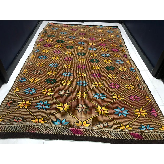 Brown 1960s Vintage Turkish Handwoven Traditional Decorative Kilim Rug- 5′3″ × 8′6″ For Sale - Image 8 of 11