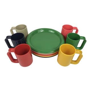1960s Pop Art Stackable Melamine Dinner Plates and Mugs - 12 Piece Set For Sale