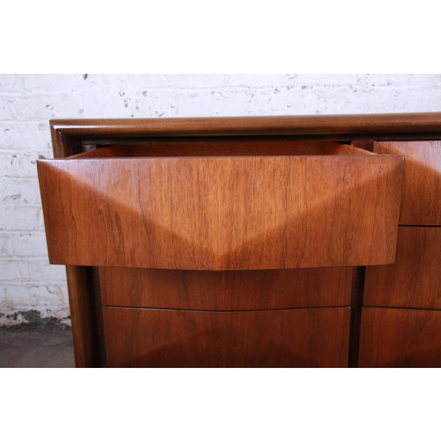 Mid-Century Modern Sculpted Walnut Diamond Front Triple Dresser or Credenza by United For Sale In South Bend - Image 6 of 11
