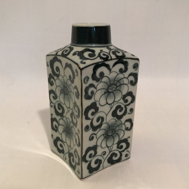 Small Square Blue and White Porcelain Vase For Sale - Image 4 of 9