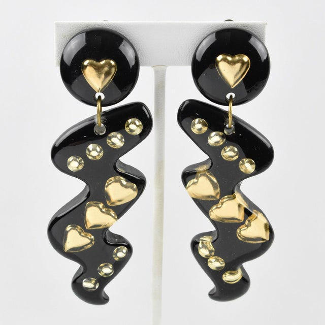 Italian Space Age Oversized Lucite Dangling Black Gilded Heart Clip-On Earrings For Sale In Atlanta - Image 6 of 6