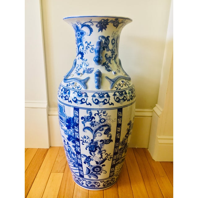"""Mid 20th Century 25"""" Large Asian Shogun Chinese Blue and White Porcelain Urn For Sale - Image 5 of 10"""