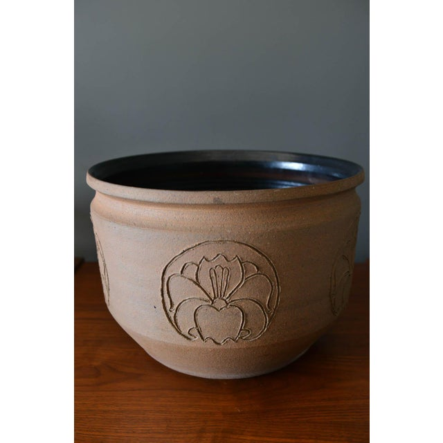 David Cressey Robert Maxwell incised flower motif planter, circa 1970. Glazed on the inside with a nice black finish and...