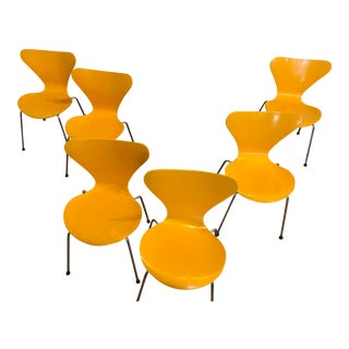 Arne Jacobsen for Fritz Hansen Series 7 Dining Chairs in Yellow Lacquer, Set of 6 For Sale