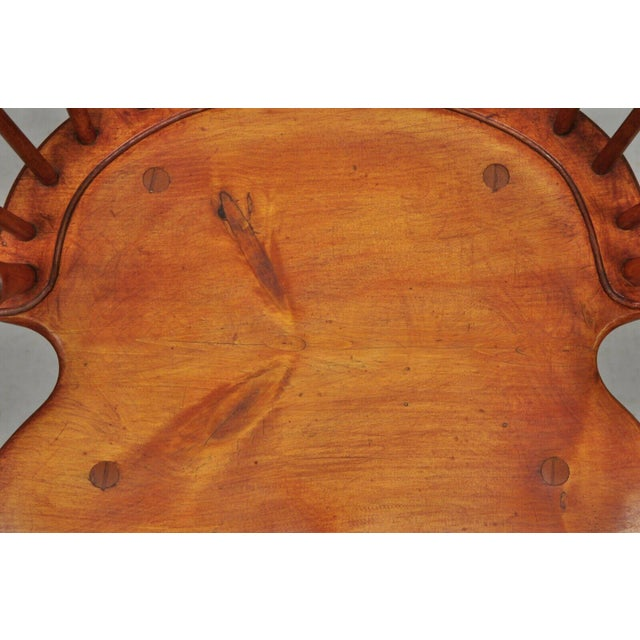 Antique d.r. Dimes Wooden Windsor Bow Back Continuous Arm Dining Chair (B) For Sale - Image 4 of 13