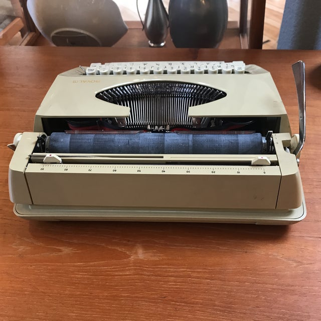 Mid-Century Royalite Typewriter With Carrying Case - Image 5 of 8